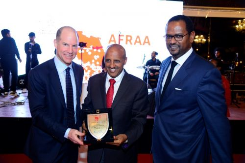 GCEO Ethiopian Airlines Mr. Tewolde GebreMariam (Middle) receiving the award.